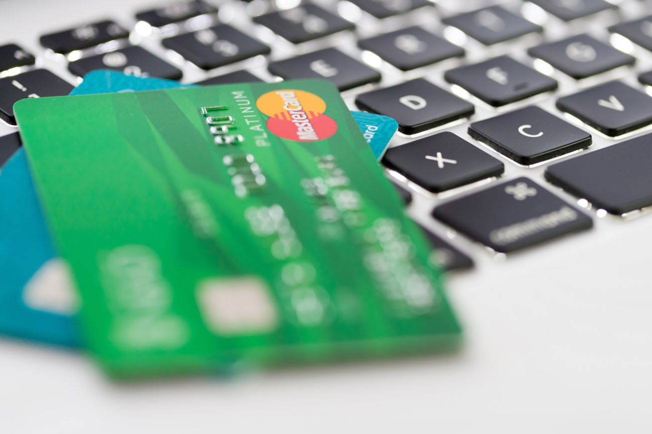 Using credit cards on online shopping